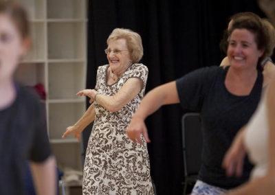 Rencontre dansée et mélange des âges.