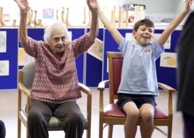 Atelier avec personnes âgées et enfants